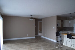 2 bedroom condo available May 1st - Newly Renovated,Free Parking