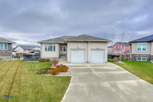 Gorgeous 4bed/3bath home in desirable White City!