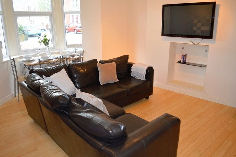 3 BEDROOM FLAT AVAILABLE FROM 06/09/17 IN HEATON, NE6 - £74pppw