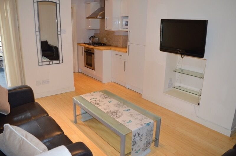3 BEDROOM FLAT AVAILABLE FROM 28/07/17 IN HEATON, NE6 - £71pppw