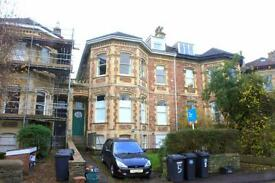 3 bedroom flat in Meridian Road, Redland, Bristol, BS6 6EG