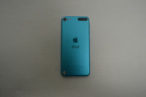 Blue Ipod touch 5th Generation 32G