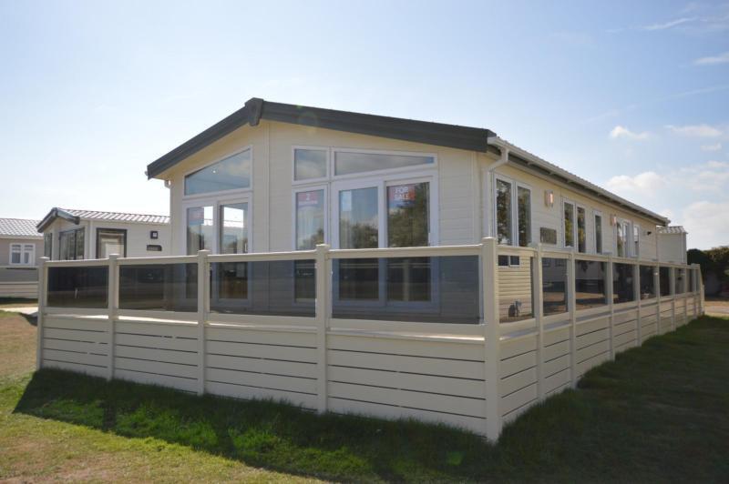 Static Caravan Felixstowe Suffolk 2 Bedrooms 6 Berth Pemberton Rivendale 2016