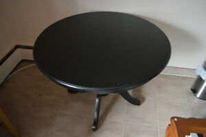 Circular table. Great condition