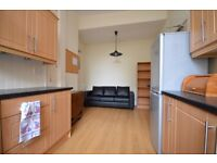STUDENTS 17/18: Stunning 3 bed HMO flat with large lounge and boxroom available August - NO FEES!