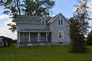 Stunning Updated Farmhouse!! Minutes from Chatham!!