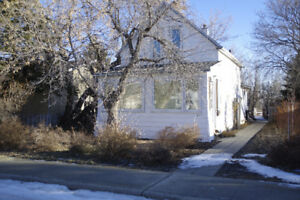 House for sale by owner in Moose Jaw SK.