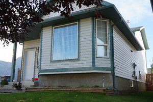 BEST NEIGHBOURHOOD: Country Side South - 3bed/2bath - Full House