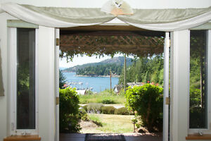 Refreshing ocean breezes! Romantic Oceanview King Suite