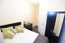 ** Large En Suite Rooms in Brand New House in Bearwood - All Bills Included!