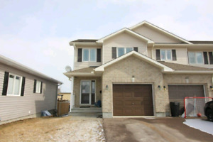3 bedroom Townhouse Rental in Arnprior -MAY 1ST