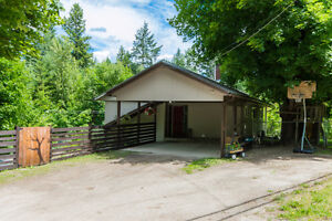 1061 Old Auto Road, SE Salmon Arm - FEELS LIKE COUNTRY LIVING!