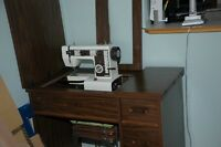 Sewing machine / sewing cabinet