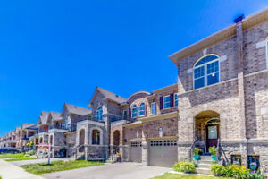 Absolutely BEAUTIFUL luxury townhouse for sale in Brampton