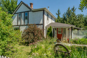 2730 Rosedale Place, Armstrong - Amazing heritage style home