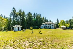 Salmon Arm - Immaculate 5 bdrm home on 10 acres