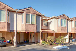 $670,000 WEST CAMBIE 1500SqF 2 Beds,2Bths Townhouse FOR SALE!
