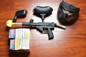 COMPLETELY MINT - Paintball Gun Set with Accessories
