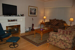 Clean and Quiet – 2 Bed, 1 Bath, Main Floor Home (near Kingsway)