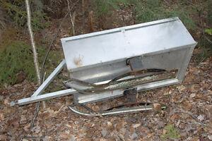 Remorque pour motoneige ou vtt en aluminium sur ski