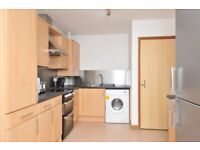 Student Double room with ensuite in fully furnished flat with shared kitchen and living room.