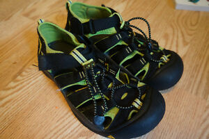 Women's KEEN Sandals in new condition