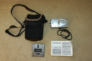 Camera Digital Zoom With Case Olympus D-400