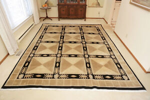 Stunning Wool Rug in Excellent Condition