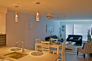 """Oceannie"" Luxurious condo from $175.00 CAD/night Parking Incl"