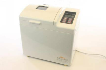 Sunbeam Bakehouse Breadmaker with 1kg Wholemeal Flour and Yeast