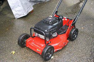 TORO COMMERCIAL MOWER with KAWASAKI ENGINE Cambridge Kitchener Area image 2