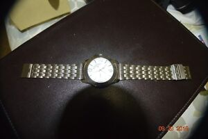 NICE WATCH HAS DAY AND DATE