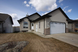4 Bdrm Anders bungalow with Garage - OPEN HOUSE Sat Apr 30 2-4pm