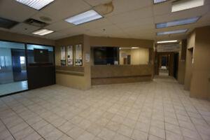 Espace Bureaux ou Clinique Médicale, SPA (soins santé) à louer *