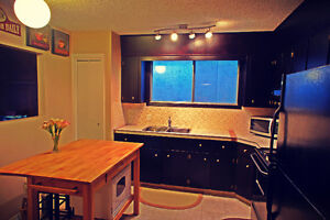 $1500 **FURNISHED ** (MAIN - 3 BED)+GARAGE (NW INNER CITY)