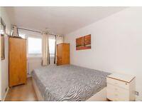 3 bedroom flat in Fontley Way, Roehampton, SW1