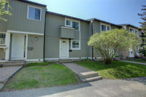beautiful townhouse condo in Barrhaven!