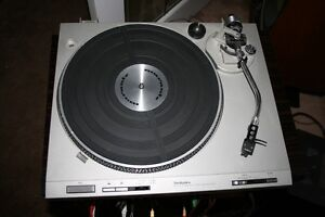Technics SLD202 Direct Drive Turntable with dust cover