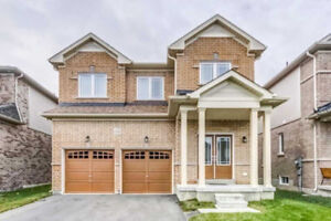 4 Bedrooms Beautiful Detached House For Sale in Oshawa