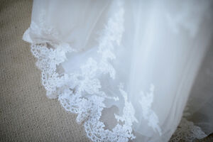 Romantic Lace A-Line Wedding Gown 850$ OBO Kingston Kingston Area image 3