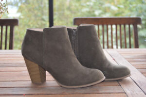 Women 's short suede boots