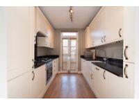 2 bedroom flat in Elliott Road, Chiswick, London, W4