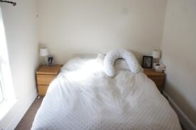 2 Bedroom First Floor Apartment Close to all local amenities and public transport links, White goods