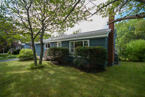 Stunning Home in Great Neighbourhood - Homes for sale Dartmouth
