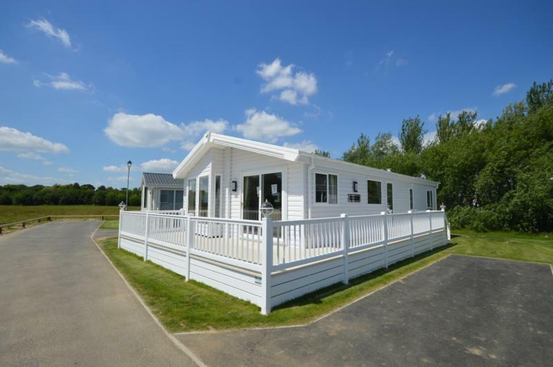 Luxury Lodge Lowestoft Suffolk 2 Bedrooms 4 Berth Willerby Heathfield 2017
