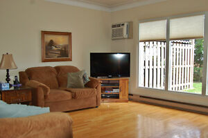 Affordable East Side Townhouse Condo Windsor Region Ontario image 3