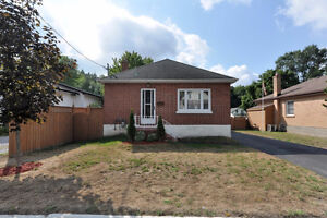 East city brick bungalow with walkout basement and single car g Peterborough Peterborough Area image 1