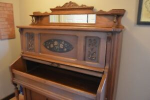 Organ turned into display cabinet