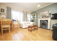 Beautiful Two Bedroom Flat in leafy Hampton