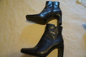 LADIES BOOTS & SHOES